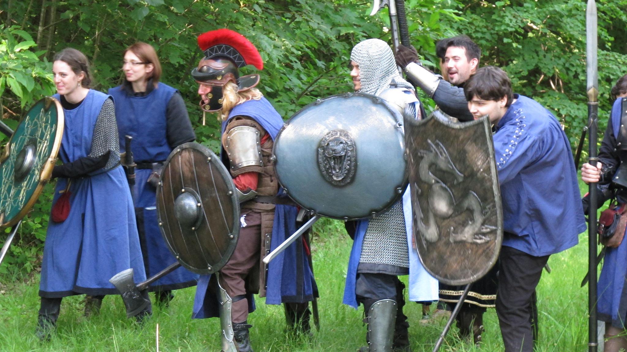 Image d'un groupe de gniste en costume, bleu